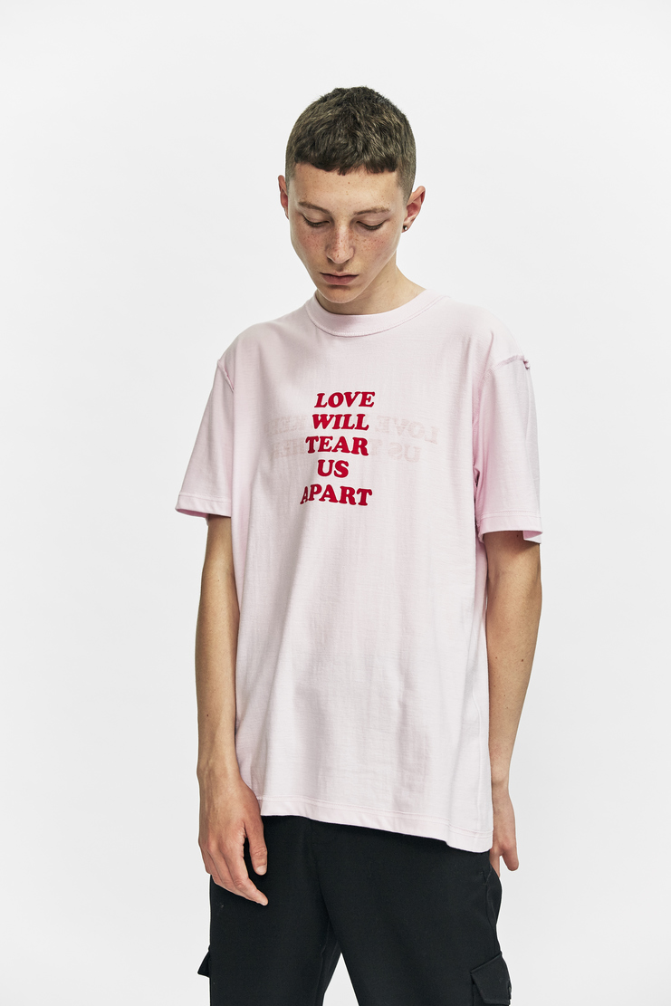 DARYLSTUDIO Reversible Printed T-shirt daryl studio aw 17 a/w 17 short sleeve t-shirt t shirt love will tear us apart love will keep us together pink red