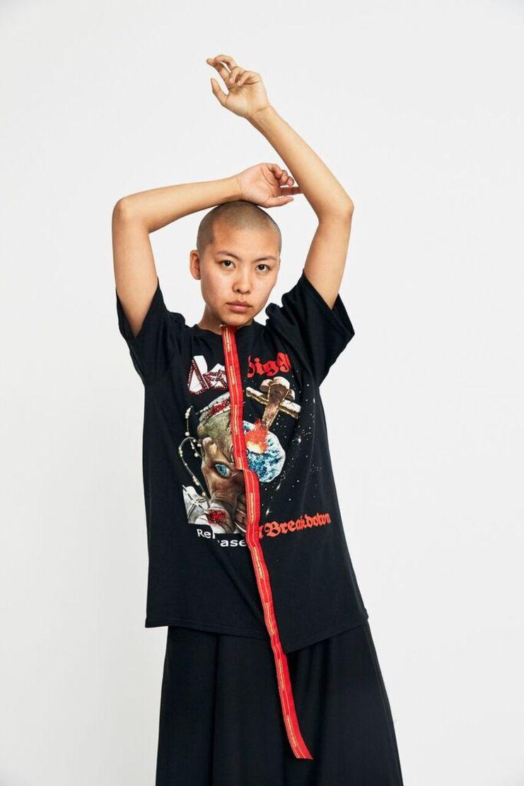 dilara findikoglu, aw17, band, tshirt, t-shirt, top, black, horror, halloween, lfw, gothic, luxury fashion, designer fashion