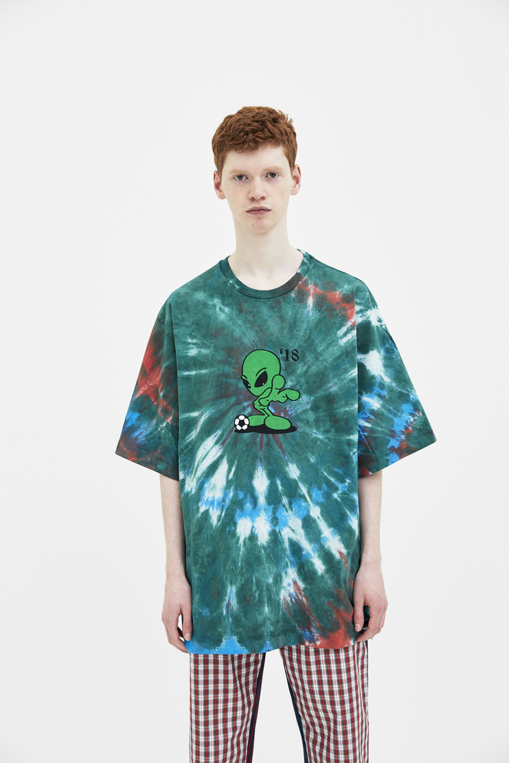 Gosha Rubchinskiy Tie Dyed Oversized Alien T-shirt spring summer S/S 18 collection new arrivals Machine A SHOWstudio mens t-shirts tshirt G012T008