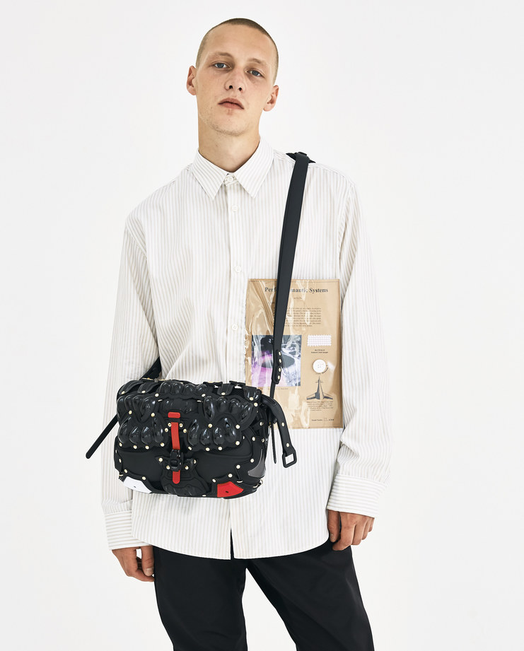 Innerraum Black and Gold Satchel Bag I07BKGDFW18 Machine-A Machine A SHOWstudio A/W 18 aw18 armored kuboraum mesh bag gold studs
